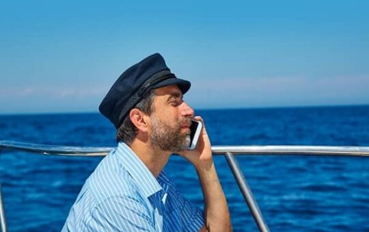 Internet for seafarers: how to stay connected anywhere in the world?